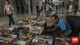 Sutrisno berharap suatu hari nanti usaha turun temurun dari ayahnya ini bisa dilanjutkan oleh anaknya ataupun sanak saudara Sukasdi terdekat. (CNN Indonesia/Bisma Septalisma)
