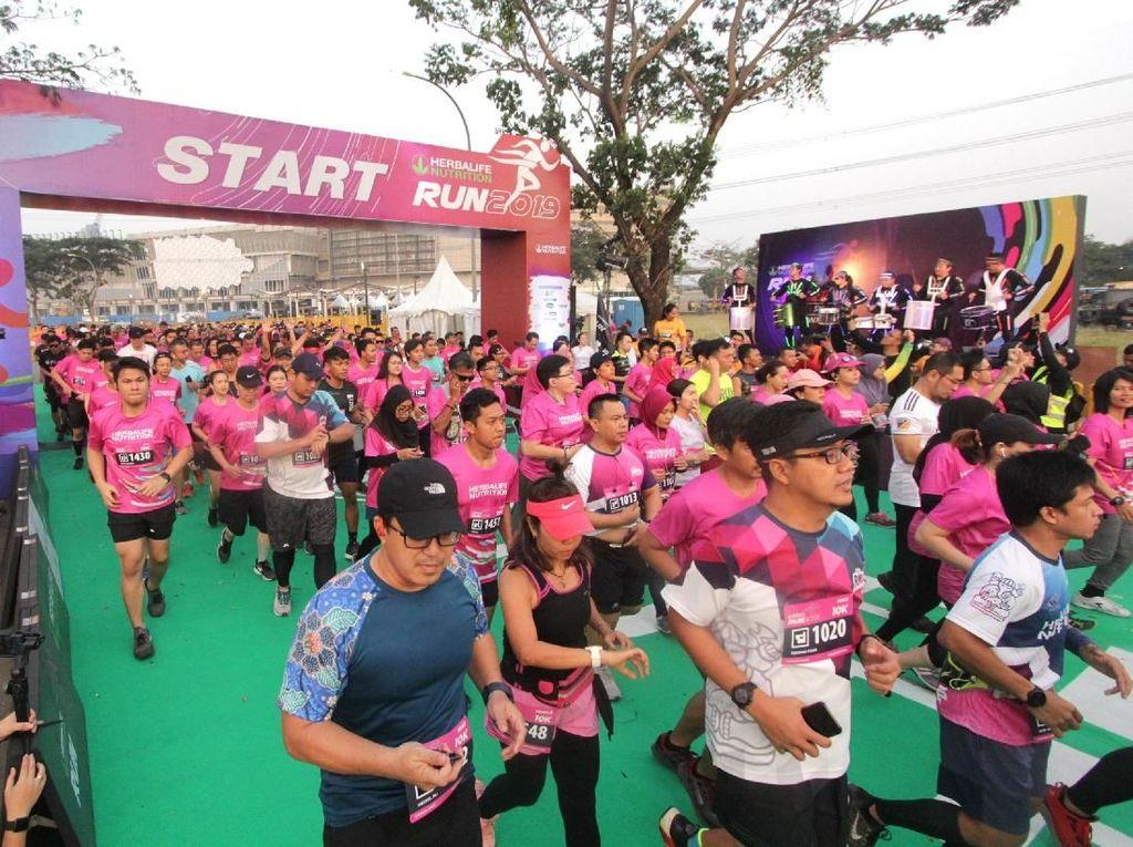 Herbalife Run keenam pada 2019 yang melombakan lima kategori 21K, 10K, 5K, Fun Walk dan Kids Run diikuti lebih dari tiga ribu peserta dari sejumlah komunitas lari, anggota dan masyarakat umum.