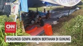 VIDEO: Pengungsi Gempa Ambon Bertahan di Gunung