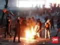 Massa Rusak dan Bakar Rambu Lalu Lintas di Pejompongan