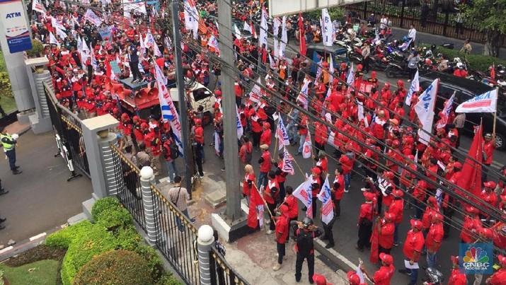 Buruh Geruduk Kantor Sri Mulyani: Tolak Kenaikan Iuran BPJS!
