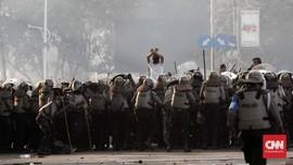 Polisi Tangkap 30 Orang Saat Bentrok di Simpang Semanggi