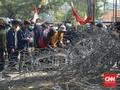 Di Samarinda, Polisi Tembak Gas Air Mata Bubarkan Demonstran