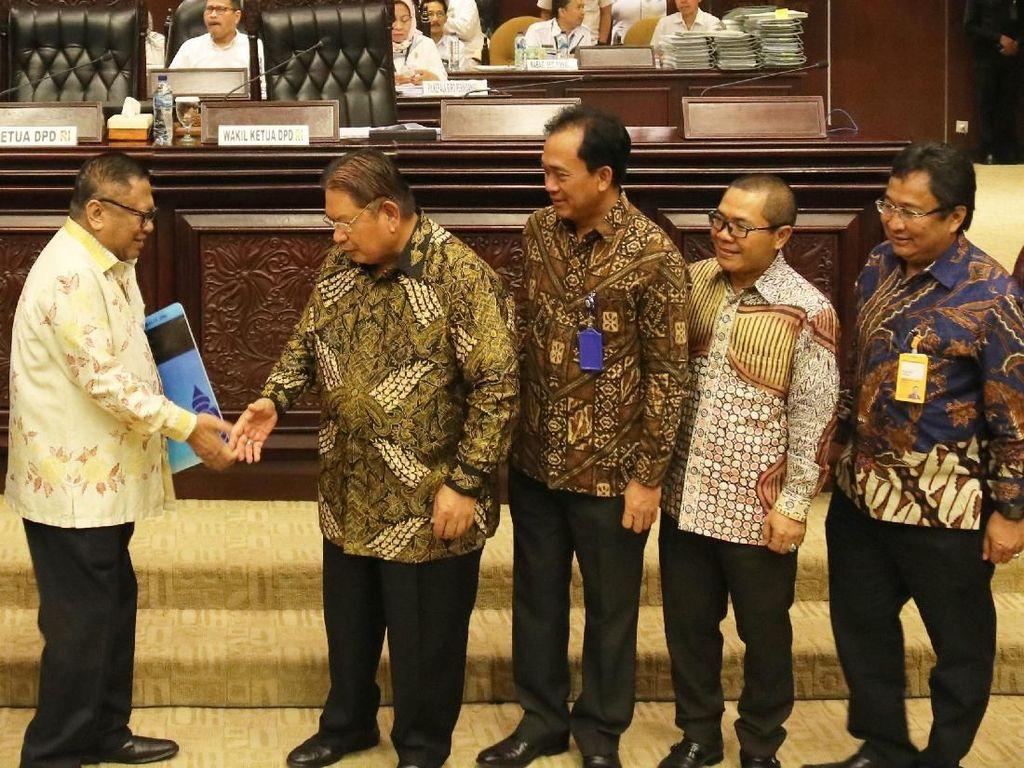 Bank Mantap merupakan bentuk sinergi untuk negeri dari 2 BUMN yaitu PT Bank Mandiri (Persero) Tbk dan PT Taspen (Persero) yang sebelumnya bernama Bank Sinar Harapan Bali dan secara resmi berganti nama menjadi Bank Mandiri Taspen per tanggal 23 Desember 2017 seiring dengan diterbitkannya ijin dari Otoritas Jasa Keuangan untuk penggunaan nama baru tersebut.
