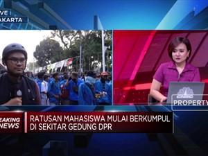 Jelang Pelantikan Pimpinan, Mahasiswa Geruduk Gedung DPR