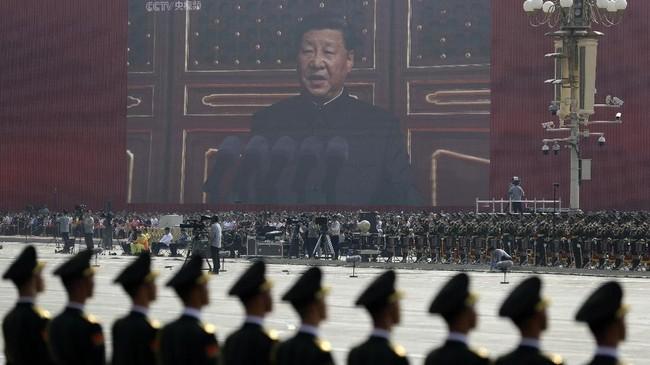 Presiden Xi Jinping menegaskan Hong Kong, Makau, dan Taiwan adalah wilayah kedaulatan China. Selain menegaskan kembali kebijakan Satu China, Xi juga menuturkan tidak ada kekuatan asing yang dapat menggoyahkan fondasi bangsa China. (AP Photo/Mark Schiefelbein)