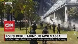 VIDEO: Polisi Pukul Mundur Aksi Massa