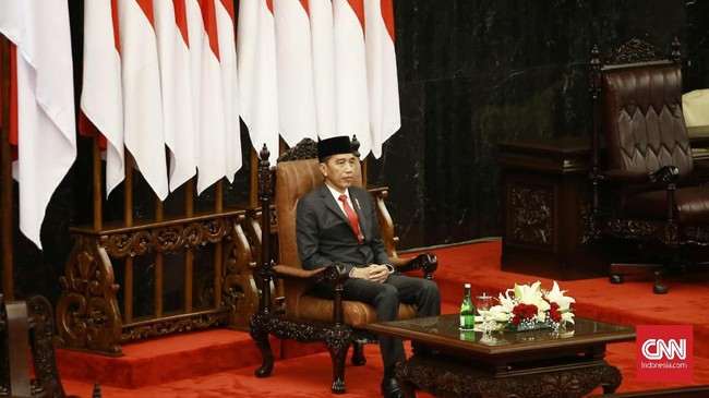 Presiden Joko Widodo menghadiri pelantikan anggota Dewan Perwakilan Rakyat (DPR) periode 2019-2024 di Ruang Rapat Paripurna, Kompleks Parlemen, Senayan, Jakarta. (CNN Indonsia/Andry Novelino).