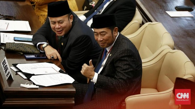 Wajah baru mewarnai parlemen 2019-2024. Diantaranya, Abraham Lunggana alias Lulung, Krisdayanti, dan Mulan Jameela. (CNN Indonsia/Andry Novelino).