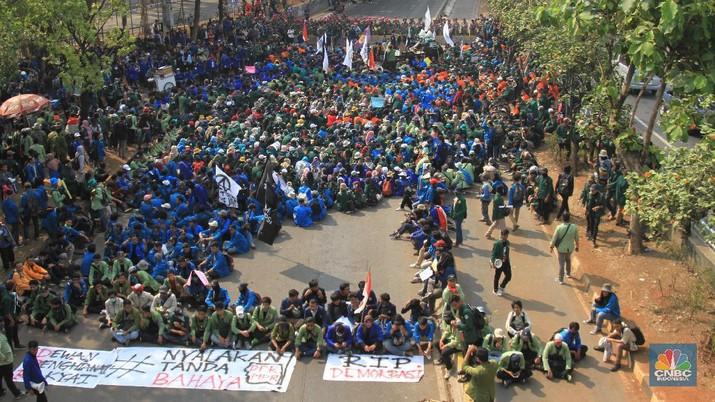 Penampakan Ratusan Mahasiswa yang Bersiap Demo di Sekitar DPR