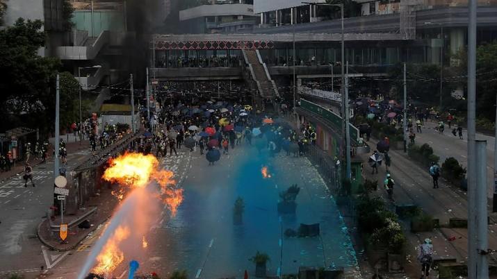 Demonstrasi masa pro demokrasi Hong Kong makin menjadi Selasa (1/10/2019)