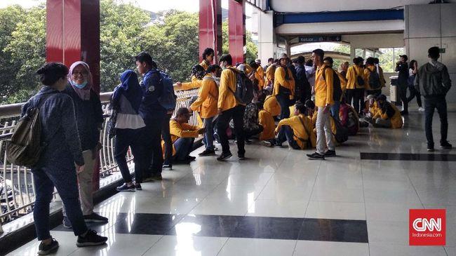 Stasiun Palmerah Jadi Titik Kumpul Mahasiswa Sebelum Demo DPR