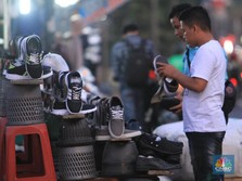 Banjir Sepatu Impor Vietnam: 'Berbaju' Nike, Adidas & Reebok