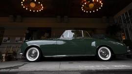 Mobil Klasik Saksi Kisah Cinta Elizabeth Taylor akan Dilelang