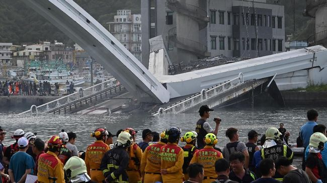 Tiga WNI Ditemukan Tewas Tertimpa Jembatan Ambruk di Taiwan