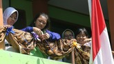Berbagai peringatan dilakukan untuk meningkatkan apresiasi masyarakat terhadap batik tradisional sebagai warisan budaya Indonesia. (ANTARA FOTO/Prasetia Fauzani/pd)
