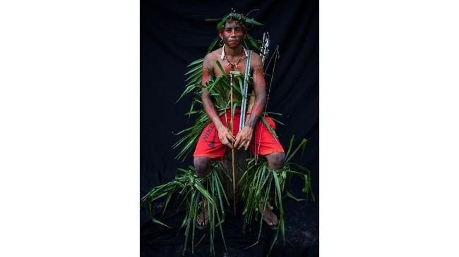 Umumnya, mereka menggunakan pewarna hitam yang diekstrasi dari pohon Jenipapo untuk menandai masa akil baliq. Sementara untuk 'menyambut' perang, mereka memakai warna merah dari biji urucum. (AP Photo/Rodrigo Abd)