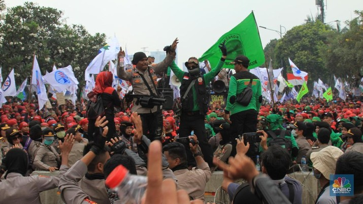 Demo Buruh KSPI di Gedung DPR (CNBC Indonesia/Trisusilo)