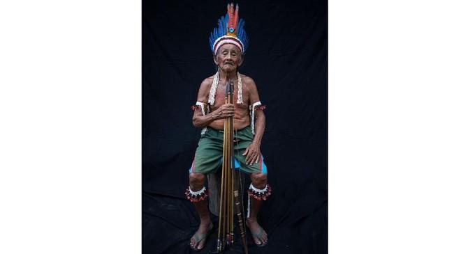 Dinding-dinding bangunan yang ditinggali suku Tembe pun dihiasi lukisan bergaya serupa, dengan hiasan binatang-binatang khas Amazon seperti ikan piranha dan ular. (AP Photo/Rodrigo Abd)