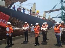 PLN Resmikan Kapal Angkutan Batu Bara ke Sumatera