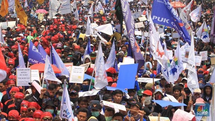 Demo 2 Oktober tersebut dilakukan untuk menyampaikan tiga tuntutan buruh.
