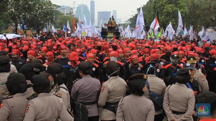 Ini Massa Buruh Demo 2 Oktober yang Mulai Padati Sekitar DPR