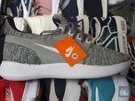 Gokil! Sepatu Impor Made in Vietnam Obrak-Abrik Pasar RI