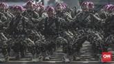Sebelum perayaan HUT ke-74, TNI menggelar gladi bersih di Taxy Way Echo Lanud Halim Perdanakusuma, Jakarta, Kamis, 3 Oktober 2019. (CNN Indonesia/Bisma Septalisma)