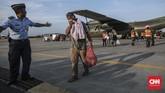 Sebanyak 51 pengungsi Wamena, Papua asal Sumatera Barat transit di Pangkalan Udara Halim Perdanakusuma, Jakarta Timur, Kamis (3/10). (CNN Indonesia/Bisma Septalisma)