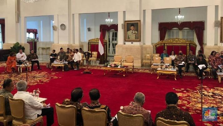 Kalangan pelaku pasar menaruh harapan tinggi pada tim ekonomi Jokowi.