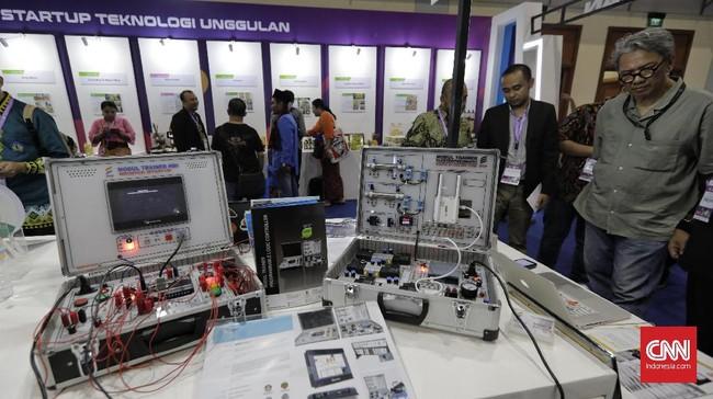 Pameran ini diharapkan menjembatani kebutuhan masyarakat untuk membuka akses teknologi serta dapat lebih memahami teknologi di tengah situasi dan kondisi lingkungan yang semakin dinamis dan kompetitif. (CNN Indonesia/Adhi Wicaksono)