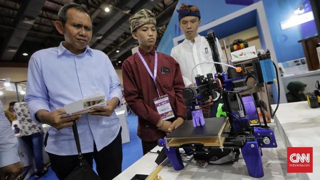 Menteri Riset, Teknologi dan Pendidikan Tinggi (Menristekdikti), Mohammad Nasir mengatakan, I3E ini bertujuan untuk mempromosikan produk-produk inovasi teknologi hasil karya anak bangsa kepada masyarakat luas. (CNN Indonesia/Adhi Wicaksono)