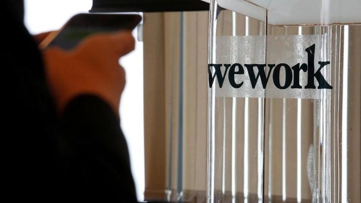 WeWork menyatakan telah melakukan PHK pada 2.400 karyawan atau hampir 20% dari total karyawan sebagai cara untuk memangkas biaya perusahaan.