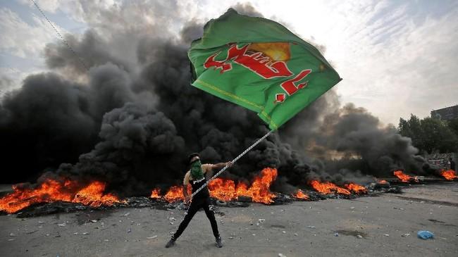 Sementara lebih dari setengah jumlah mereka yang tewas dalam tiga hari terakhir berada di kota Nasiriyah, di mana enam demonstran ditembak mati dan belasan lainnya terluka pada Kamis. (AHMAD AL-RUBAYE / AFP)