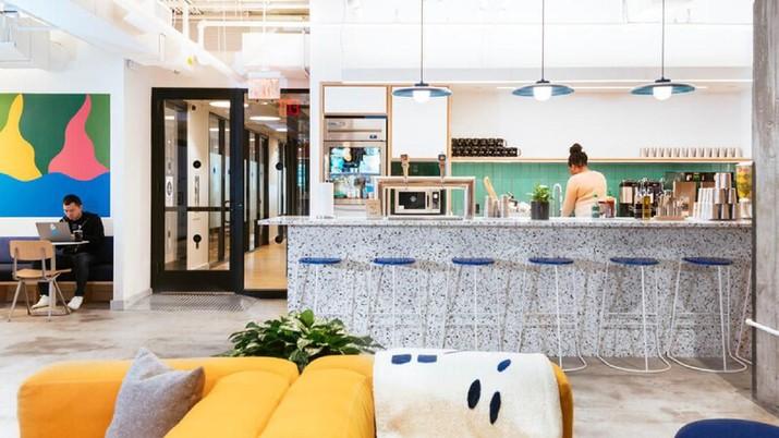 WeWork, startup coworking space, memberikan pelajaran tentang valuasi startup dan strategi bakar uang yang membahayakan perusahaan.