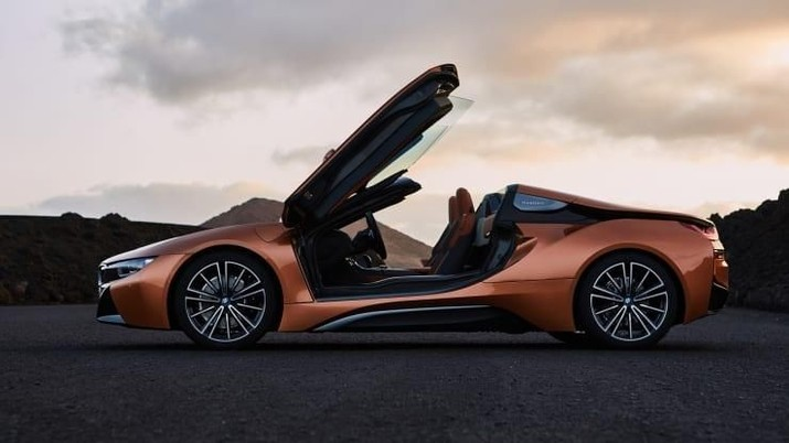 Bahkan mobil sport berkinerja tinggi seperti Rolls Royce dan Bugatti juga segera merilis kendaraan listrik mereka sendiri di masa depan.