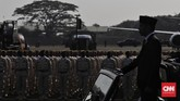 Presiden Joko Widodo memimpin perayaan HUT ke-74 pasukan TNI di Lanud Halim Perdanakusuma, Jakarta, Sabtu, (5/10)