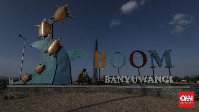 Pantai Boom yang terletak di Banyuwangi berada di ujung timur Pulau Jawa. (CNN Indonesia/Bisma Septalisma)