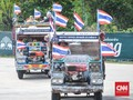 Penonton MotoGP Thailand Naik Truk Petani Menuju Sirkuit