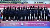 Indonesia untuk pertama kalinya berhasil memenangkan Kejuaraan Dunia Badminton Junior dan membawa pulang Piala Suhandinata. (dok. PBSI)