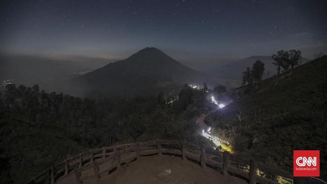 Gunung Ijen adalah gunung berapi aktif yang bisa meletus kapan saja. (CNNIndonesia/Bisma Septalisma)