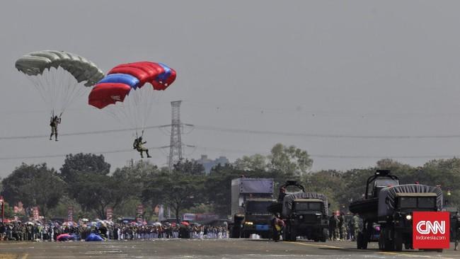 Presiden juga meminta TNI dapat bersinergi dengan lembaga lain macam Polri, BNPT dan BNPB.