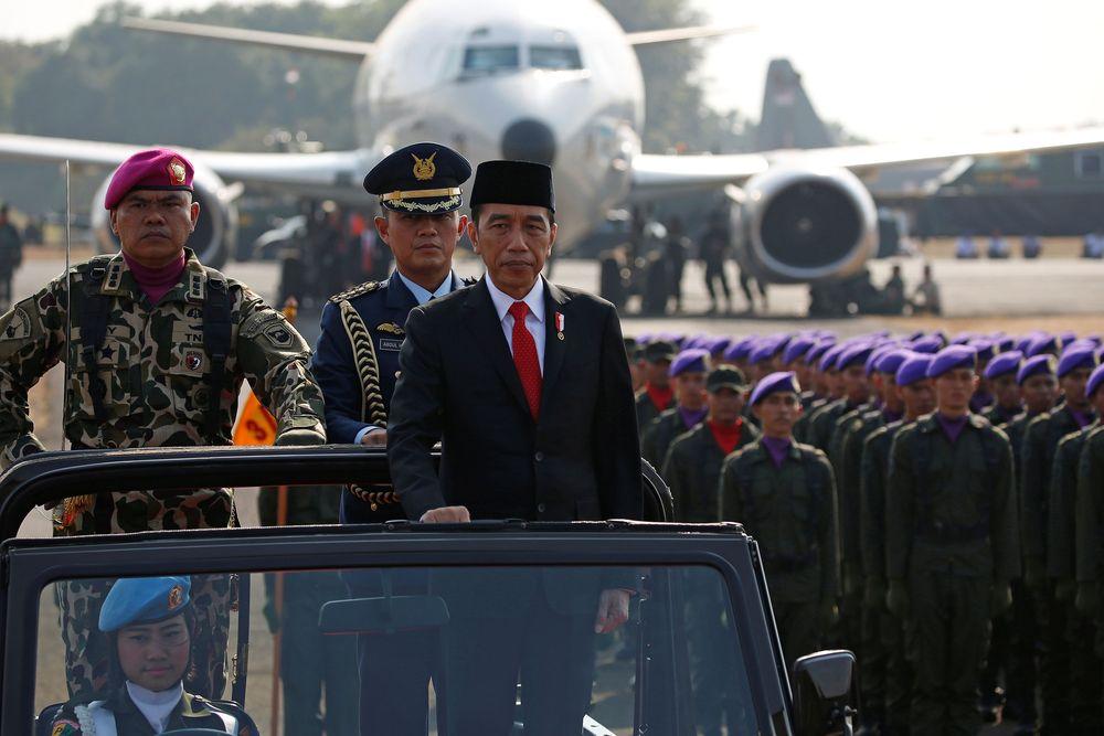 HUT TNI tahun ini mengambil tema 'TNI Profesional Kebanggaan Rakyat'.