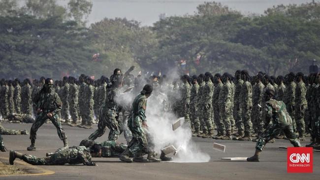 Dalam peringatan HUT ke74 itu, sejumlah atraksi menarik digelar oleh para anggota TNI. Sejumlah tokoh nasional dan pejabat negara hadir dalam acara itu macam KH Ma'ruf Amin hingga Megawati Soekarnoputri.