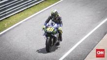 Rossi dan Hamilton Saling Jajal Balapan F1 dan MotoGP