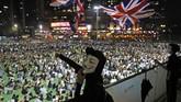 Aturan ini diperkirakan akan semakin memicu amarah dan protes para pendemo anti-pemerintah, bahkan komunitas internasional. (AP Photo/Kin Cheung, File)