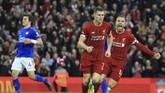 Liverpool menang tipis 2-1 atas Leicester City berkat gol James Milner di masa injury time. Liverpool kokoh di puncak klasemen. (AP Photo/Jon Super)