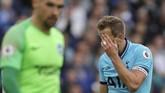 Tottenham Hotspur menelan kekalahan telak 0-3 dari Brighton&Hove Albion. Kekalahan ini juga diwarnai oleh cedera Hugo Lloris. (AP Photo/Kirsty Wigglesworth)