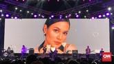 Raisa kembali ke atas panggung festival musik usai melahirkan November lalu. Ia kembali membuat penonton Synchronize Fest 2019 menggalau Jumat (4/10) sore. (CNN Indonesia/Agniya Khoiri)