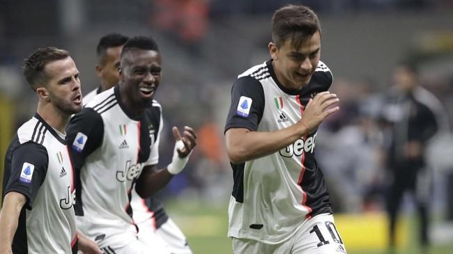 Paulo Dybala merayakan gol ke gawang Samir Handanovic yang membuat Juventus unggul 1-0 atas Inter Milan pada menit keempat. (AP Photo/Luca Bruno)